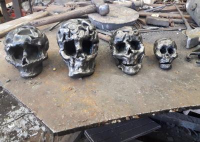 Crânes en bonbonnes de gaz